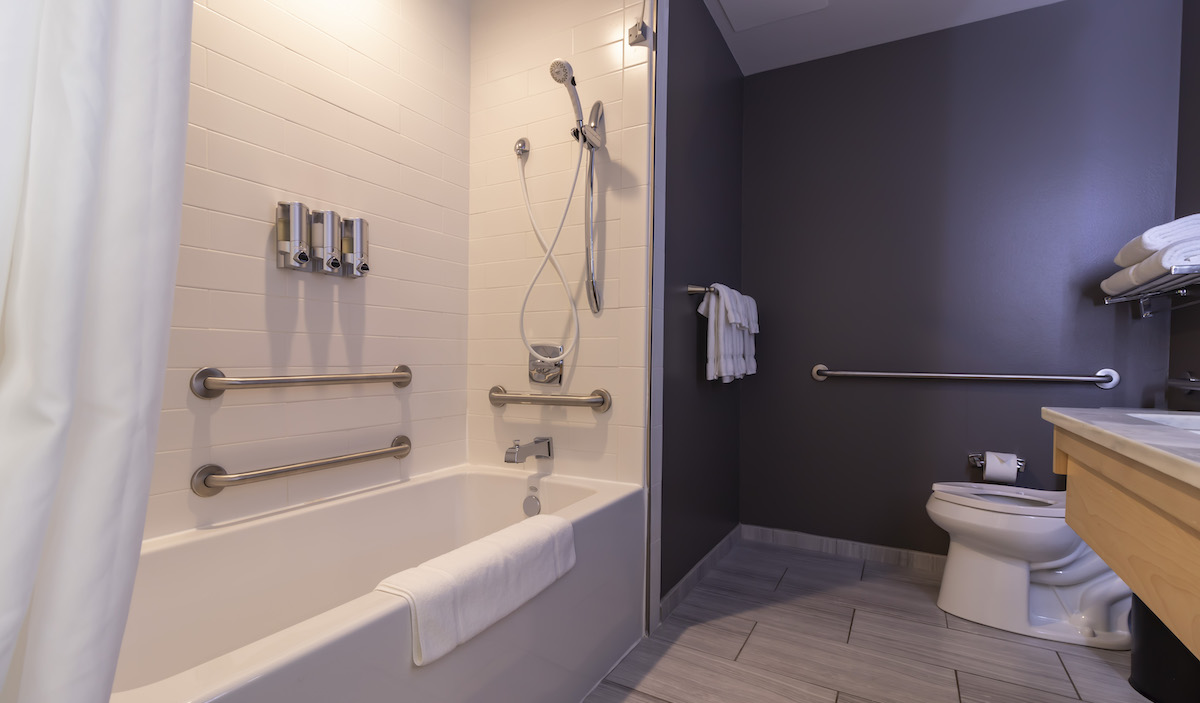 1 King Mobility Access Tub